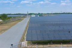 Het zonnelandbouwbedrijf voor groene energie in Thailand Stock Foto's