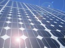 Het zonnepaneel photovoltaic cellen van de lensgloed Royalty-vrije Stock Foto