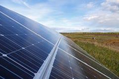 Het zonnepaneel veroorzaakt groene, milieuvriendelijke energie Royalty-vrije Stock Fotografie