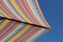 Het Zonnescherm van het vakantiestrand Royalty-vrije Stock Afbeeldingen
