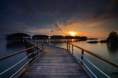 Het zonsondergangogenblik bij batameiland Indonesië stock afbeeldingen