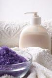 Het zout van het bad met handdoek Stock Fotografie