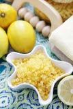 Het zout van het citroenbad Stock Afbeeldingen