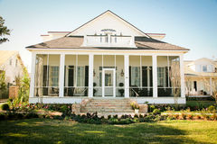 Het zuidelijke Amerikaanse Huis In de voorsteden van de Stijl Royalty-vrije Stock Afbeelding