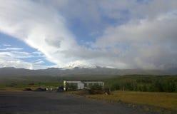 Het zuidelijke landschap van IJsland met gletsjer op de achtergrond Stock Fotografie