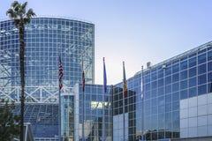 Het Zuidenzaal van Los Angeles Convention Center en de brug die de het Westenzaal verbinden Stock Foto's