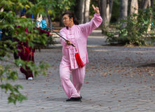 Het zwaard van ochtendtai chi Stock Foto's