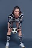 Het zwangere vrouw spelen met een bal Royalty-vrije Stock Foto's