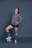 Het zwangere vrouw spelen met een bal Royalty-vrije Stock Foto