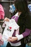 Het zwangere vrouw winkelen Stock Foto