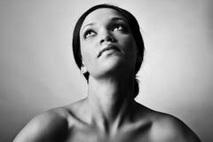 Het zwart-wit meisje van de schoonheidsmanier Stock Foto's