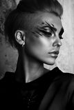 Het zwart-witte portret van de glamourvrouw, donker mooi gezicht Royalty-vrije Stock Foto's