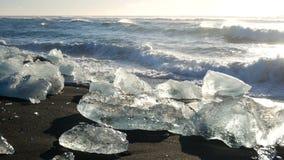 Het zwarte strand van de ijsgletsjer stock videobeelden