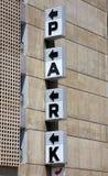 Het zwarte teken van het PARK op de muur Royalty-vrije Stock Foto