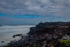 Het zwarte vulkanische strand van Santa Barbara in Ribeira Grande, Sao Miguel stock afbeeldingen
