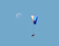 Het zweefvliegtuig en de maan van Paramotor Stock Afbeelding