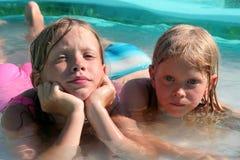 In het zwembad Stock Afbeeldingen