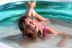 In het zwembad Stock Foto's
