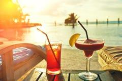 Het zwembad van cocktails dichtbij Royalty-vrije Stock Afbeelding