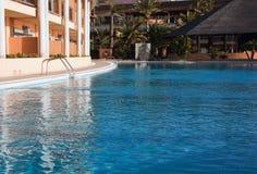 Het zwembad van het hotel Stock Afbeeldingen