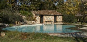 Het Zwembad van het land, de plaats van de Luxe Royalty-vrije Stock Afbeeldingen