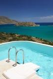 Het zwembadgebied van de villa Stock Afbeeldingen