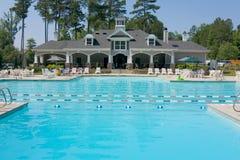 Het zwembadpaviljoen van Upscale Royalty-vrije Stock Fotografie