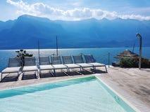 Het zwemmen bij het Meer Garda royalty-vrije stock fotografie