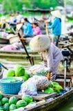 Het zwemmen de Markt op Mekong kan langs Tho stock fotografie
