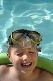 Het zwemmen en het lachen Stock Foto's