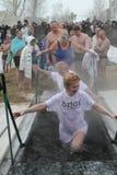 Het zwemmen in het ijs-gat Royalty-vrije Stock Foto's