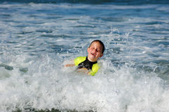 Het zwemmen in het overzees Stock Afbeeldingen