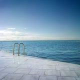 Het zwemmen in het overzees Royalty-vrije Stock Afbeelding