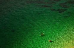 Het zwemmen in het overzees Royalty-vrije Stock Foto