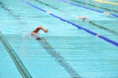 Het zwemmen in pool Royalty-vrije Stock Fotografie