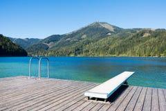 Het zwemmen tijd op het meer Erlaufsee, Mariazell, Oostenrijk stock fotografie