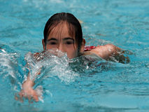 Het zwemmen van het meisje Stock Foto