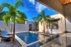 Het zwemmen in villa Royalty-vrije Stock Afbeelding