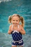 Het zwempakwater van het kindmeisje Stock Foto's