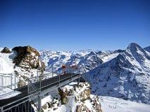 Het Zwitserse Panorama van de de Wintersport van Alpen Royalty-vrije Stock Afbeelding