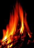 Hete brand op zwarte Stock Foto's