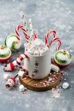 Hete cacao met Kerstmisdecoratie Royalty-vrije Stock Foto's