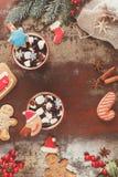 Hete chocolade in Kerstmis het plaatsen Stock Fotografie