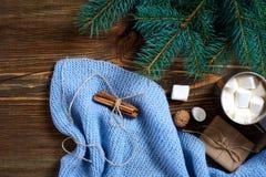 Hete chocolade met heemst Mok hete koffie met heemst op de houten achtergrond Nieuw jaar Royalty-vrije Stock Foto's