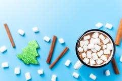 Hete chocolatemet heemst voor Kerstmis stock foto's
