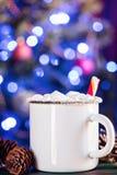 Hete de Mokkop van de email drinkt de Witte Koffie van Cacao Drank met Heemst Stock Foto's