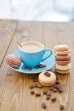 Hete espresso en Franse makarons Stock Foto