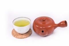 Hete groene thee en theepot stock fotografie