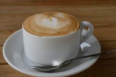 De koffie van cappuccino's op de lijst Stock Foto
