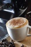 Hete koffie met kaneel Royalty-vrije Stock Afbeeldingen